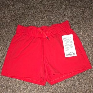 "Lululemon on the fly MR shorts 2.5"" 4"